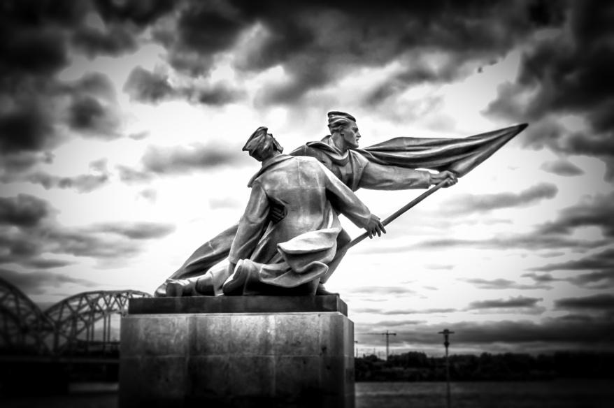 Russian-Revolution-monument